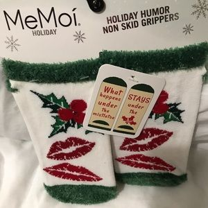 Ladies Ashley Stewart Xmas socks, size 9-11